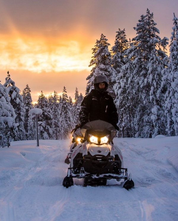 Schneemobil Reise Lappland PerfectTours (11)